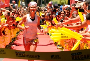 Emelie Forsberg cruza la meta en primer puest-Transvulcania13